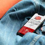 موکاپ گوشی آیفون ایکس iphone x بر روی شلوار و لباس جین