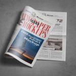 موکاپ روزنامه نیمه باز از نمای بالا