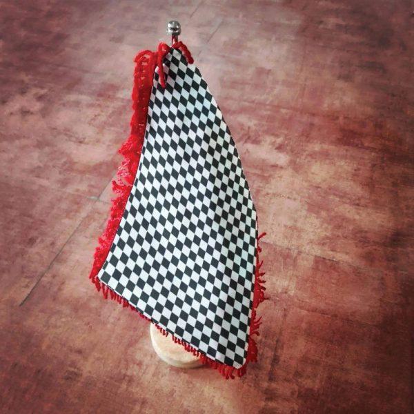 موکاپ پرچم رومیزی با پایه سنگی