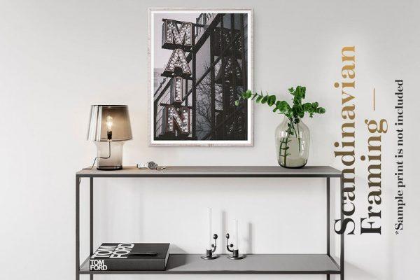 موکاپ فریم و قاب عکس در فضای داخلی