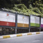موکاپ چهار تابلوی تبلیغاتی در کنار جاده و خیابان